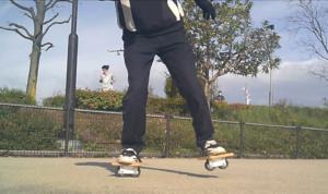 フリーラインスケート・バインドして前足を上げるレギュラースタンス2