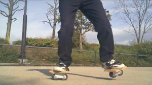 フリーラインスケート・バインドして前足を上げるレギュラースタンス3