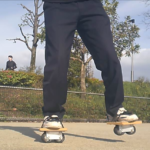 フリーラインスケート・バインドして前足を上げるレギュラースタンス1