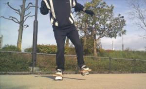 フリーラインスケート・バインドして前足を上げるレギュラースタンス6